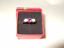 EXQUISITE VINTAGE 3 STONE PEARL/AMETHYST 9 CT GOLD HALLMARKED RING IN SIZE M.5