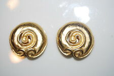 GREAT VINTAGE GOLDEN SATIN FINISH METAL ETRUSCAN BRUTALIST STYLE CLIP EARRINGS