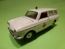MARKLIN VW VOLKSWAGEN 1600  L VARIANT - AMBULANCE - 1:43 - EXCELLENT CONDITION