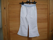 TROUSERS / CROPS   GIRLS WHITE  AGE 4  YEARS APPROX NEW NWT Capri/Cropped, P`PAM