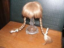 # Ältere Kunststoff-Perücke-dunkelblond-Zöpfe-für Puppe-Kopf-Umfang  ca  29  cm