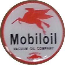 Mobil Pegasus round metal / enamel pin badge    (ff)