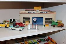 DINKY TOYS # 785 Service station & Original Box ...rare and Hard to find