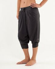 LULULEMON FREE MIND CROPS IN HEATHERED CHARCOAL SIZE 6