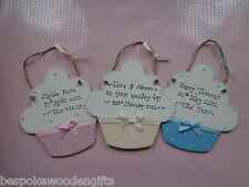 NEW BORN BABY PERSONALISED CUPCAKE SIGN PLAQUE GIRLS BOYS KEEPSAKE SHOWER GIFT