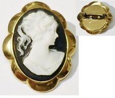 broche rétro bijou vintage couleur or petit camée buste femme fond noir * 5167