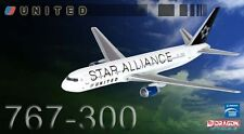 "Dragon 55696 Boeing 767-300 Diecast Model United Airlines ""Star Alliance"" N653UA"