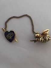VTG. QUEEN BEE & SLEDGE HAMMER/WRENCH/GUN HEART WIFE DOUBLE CHAIN BROOCH~