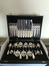 24 PIECE CANTEEN OF DINING CUTLERY IN A BLACK FAUX FITTED CASE (DC 440)
