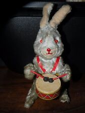 VINTAGE JAPAN WIND-UP TIN RABBIT BUNNY DRUMMER playing the drums