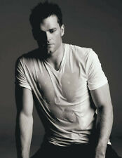 Tom Brady UNSIGNED photo - E318 - SEXY!!!!!
