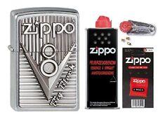 2003248 Zippo Feuerezug Zippo V8 Emblem + Basic Pack