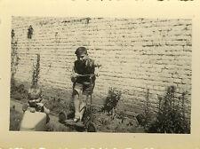 PHOTO ANCIENNE - VINTAGE SNAPSHOT - ENFANT VOITURE À PÉDALES TROTTINETTE - TOY