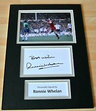 RONNIE WHELAN HAND SIGNED AUTOGRAPH A4 PHOTO MOUNT DISPLAY LIVERPOOL GIFT & COA