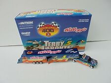 Terry LaBonte #5 Kellogg's Looney Tunes 01 Nascar Diecast Dually with Trailer MT