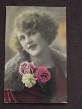 PRETTY LADY WITH FLOWERS, 1930 TINTED PHOTO POSTCARD - HAPPY BIRTHDAY IN DUTCH