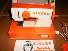 Ancienne machine à coudre jouet SINGER années 60 avec sa boite et notice