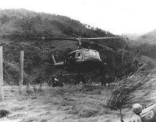 "Huey Helicopter dropping off troops 8""x 10"" Vietnam War Photo 218"