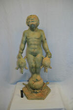 Knabe mit Schildkröte auf Kugel stehend, Bronze, grüne Antikpatina, H:77cm