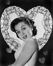 DEBBIE REYNOLDS LEGENDARY ACTRESS - 8X10 PUBLICITY PHOTO (ZY-703)