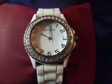 Woman's Geneva Watch with Rubber Band B19-194