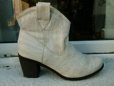 Wanna Moda white faux snakeskin western / cowboy ankle boots 4