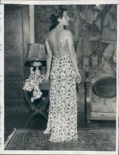 1934 Lovely 1930s Woman Models Backless Gown Press Photo