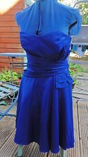 Robe femmes 12 belle bleu royal satin. beaucoup de détails. parfait état