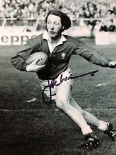 JPR WILLIAMS - WELSH RUGBY LEGEND - BRILLIANT SIGNED B/W ACTION PHOTOGRAPH