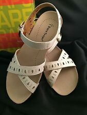 Womens BARE TRAPS HENDY Stone Leather Sandals Ankle Strap Sz 8 M NIB