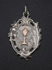 Ancienne médaille religieuse pendentif argent massif et or calice communion (4)