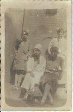 Ancienne carte postale, Photo de 4 jeunes filles, non écrite au revers.