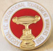 ARSENAL Vintage 1988 INTERNATIONAL TOURNAMET WINNERS badge Brooch pin 29mm Dia