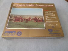 IHC HO SCALE 1:87 - 3 HOUSES UNDER CONSTRUCTION- #711 - MADE IN W. GERMANY - NIB