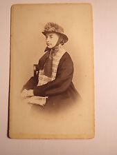 Männedorf - sitzende Frau mit Schal und Hut - ca. 1870er  Portrait / CDV Schweiz