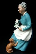 Royal Doulton THE FAVOURITE HN2249 Lady feeding cat milk cream CRAZY CAT