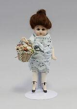 Antike Ganz-Bisquit-Porzellan-Puppenstuben-Puppe um 1900 Glasaugen Korb 9910228
