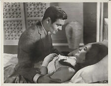 "Elizabeth Taylor / Louis Jourdan (Pressefoto '63) - in ""Hotel International"""