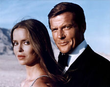 Barbara Bach and Roger Moore UNSIGNED photo - H3182 - James Bond