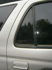 o/s rear 1/4 glass toyota hilux surf 3rd gen kzn 185 94 to 97 door right small
