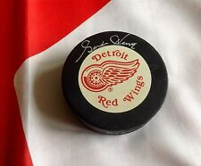 GORDIE HOWE Upper Deck Authenticated Autographed DETROIT RED WINGS Puck OGP
