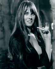 CAROLINE MUNRO 8X10 PHOTO CLEAVAGE SHOT DRACULA AD72