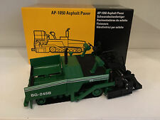 Caterpillar AP-1050 BG-245B Strassenfertiger von NZG 388 1:50 OVP