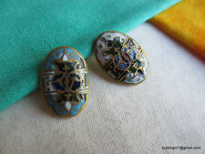 2952 – Two Oval Art Deco Painted Enamel Small Buttons, Same Motif, Diff. Colors