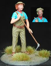 1/35 Scale resin kit - 'Working the land' British land army girl with hoe.