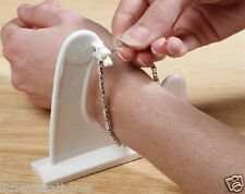 BRACELET FITTING HELPER RHEUMATISM DRESSING AID JEWELLERY FASTENER FITTER HOLDER