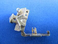 VINTAGE STERLING SILVER BRACELET CHARM CHURCH OPENING TO A COUPLE  3.6 g