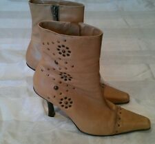 Ladies RIVER ISLAND boots sz 6 in beige leather/excellent condition! Lovely!