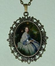 LARGE GLASS CAMEO LADY PURPLE VICTORIAN STYLE DARK GOLD PLATED PENDANT A