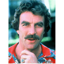Magnum P.I. Tom Selleck as Magnum in red Hawaiian shirt8 x 10 Inch Photo